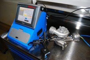 Urządzenie do sprawdzania sterowników turbosprężarek.