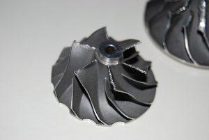 Koło kompresji uszkodzone poprzez nieszczelny dolot powietrza.