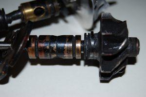 Uszkodzenie wirnika poprzez koks.